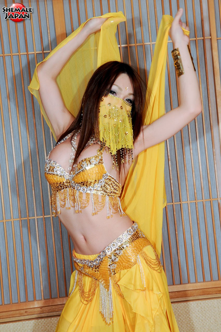 Shemale belly dancer