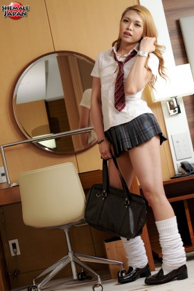 megumi1 280x421 Schoolgirl Megumi